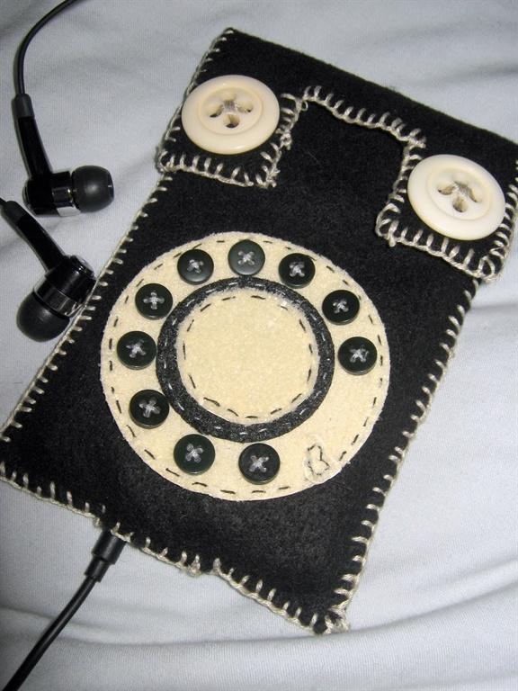 Got an idea: Felt mobile phone case