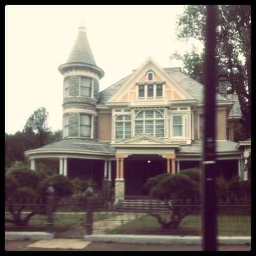 Yet another house I would like to own.