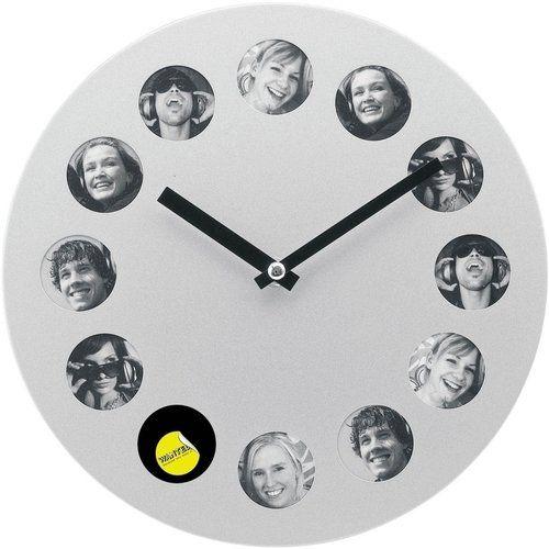 Nástenné hodiny s 12 rámčekmi na fotografie