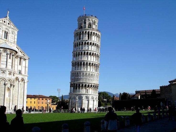 A Torre de Pisa é uma construção da Idade Média que se ...