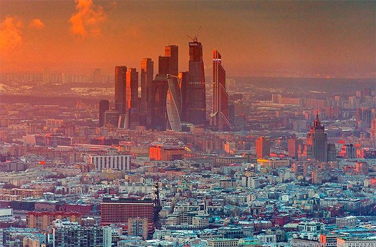 В Москве появился проект под названием «АрхиЛанч», цель которого — скрасить обеденное время «офисного планктона» с помощью экскурсий вокруг бизнес-центров.