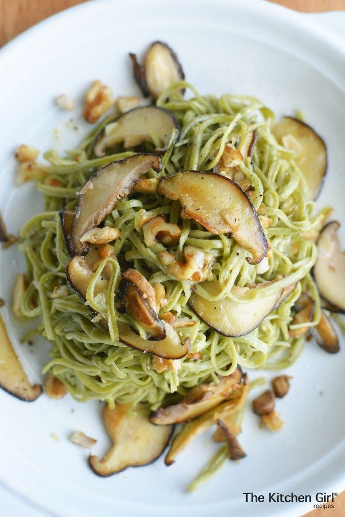 Ever see those Costco edamame noodles? They're the perfect ingredient for this Cremini Walnut Spaghetti Noodles recipe. It's a 20 minute, high fiber, low carb, dinner that's vegan and gluten free! http://thekitchengirl.com