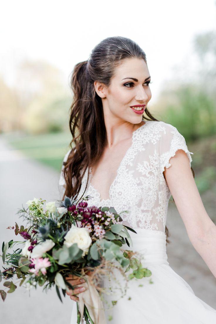 Dieses Hochzeitskleid Shooting fand in München statt. Geshootet wurde für das Magazin Hochzeitsguide. Fotografin war Kathleen John. #hochzeit #model #fotoshooting #münchen #portfolio #beauty  #sensual #makeup