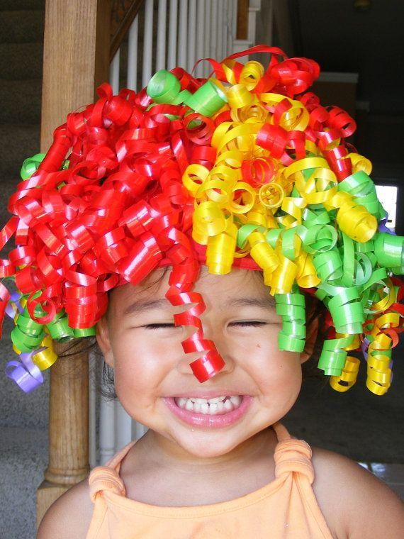 Ähnliche Artikel wie Clown Perücke, die mit bunten Curling Ribbon für Kleinkinder auf Etsy