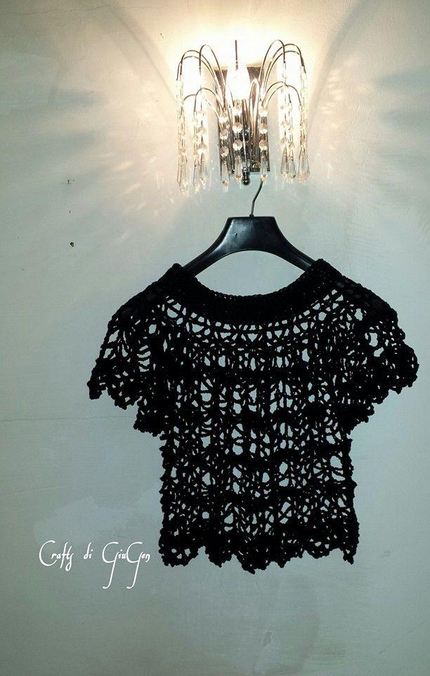Crochet top black version!  Original pattern: http://www.crochetmagazine.com/crochet_project.php?id=14   Traduzione in italiano:: https://www.facebook.com/media/set/?set=a.522741291268045.1073741880.222483631293814&type=3