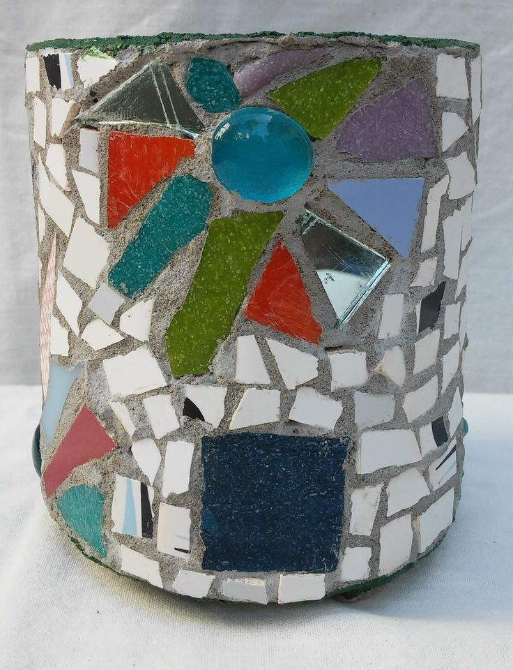 Flowerpot decorated with mosaic technique