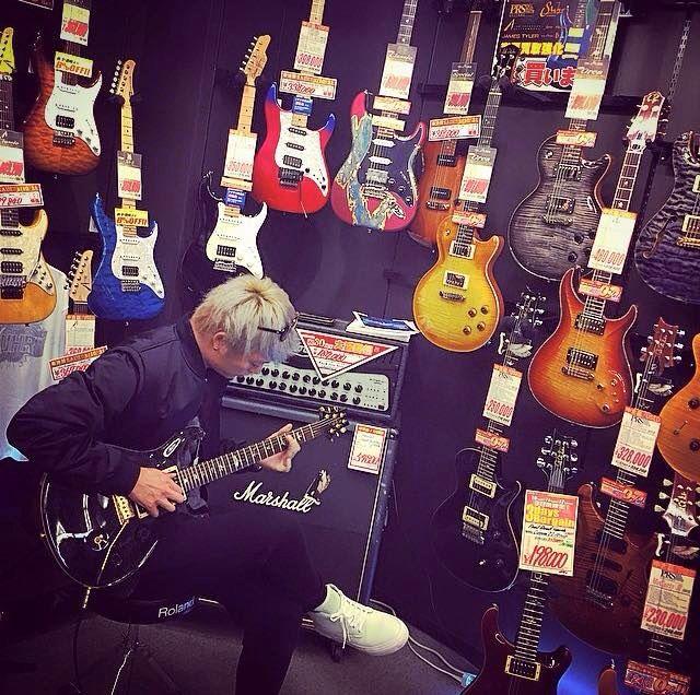 Toru Yamashita His new guitar