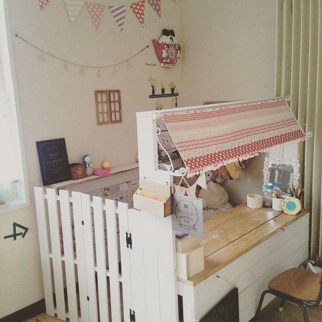#mulpix Ⓜ 娘用の小さな部屋 一応、カフェ風(๑´ლ`๑) * *  #子供部屋  #セリア  #すのこリメイク   #幼稚園椅子  #DIY …
