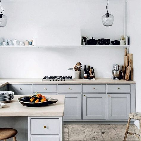 Swooning! I love this kitchen! Specifically the way she has disguised the extractor with those clever shelving on both sides. Love the cabinet colour, the worktop - point made. Home of /cillegrut/ cr @sarah_cocolapine #greyandwhite #interior #interiør #interiordesign #interiorstyling #kitchen #design #design123 #designsolutions #inspirasjon #inspiration