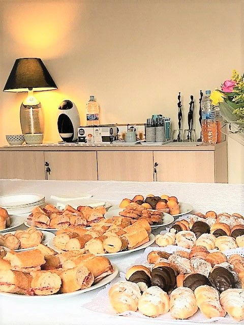 Servicio de catering para acompañar los eventos y realzar la imagen de tu Empresa, a precios altamente competitivos. Ven a conocer nuestros servicios