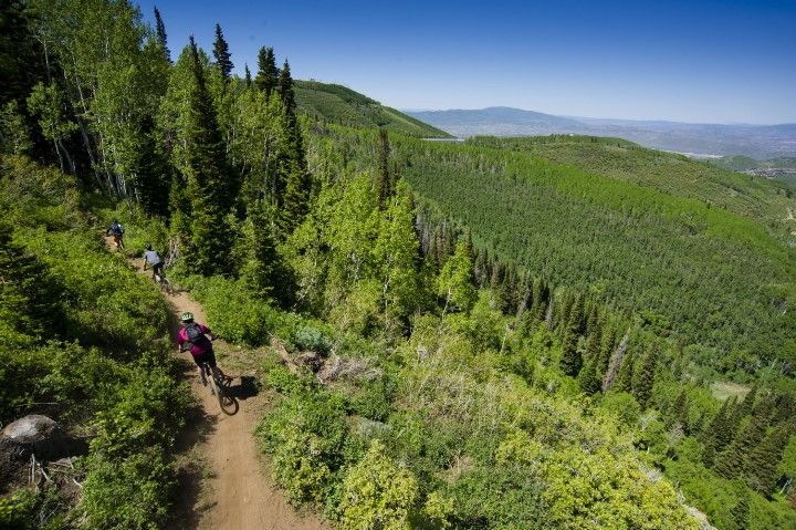 Don't worry about a lift pass or climbing for mountain biking in #ParkCity, there's a FREE bus! | Bike Laps for Trail Riders - Free 1,000' Descents in Park City. www.jans.com