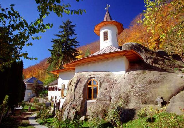 The most beautiful pictures of Romania: Namaiesti Monastery, Arges
