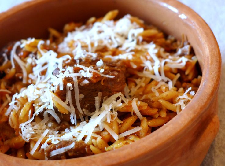 A traditional Greek Giouvetsi (youvetsi) recipe made with orzo pasta and a delicious tomato sauce. This is the perfect dish for your Sunday family dinner! Discover all the secrets behind this delicious dish here...