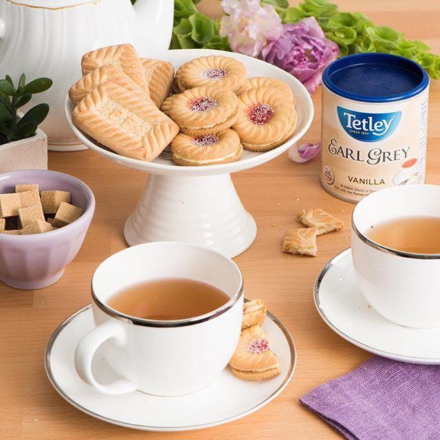 Everyone needs to treat themselves now and again, and we're indulging by celebrating National Shortbread Day! What's your go-to tea & cookie pairing? 🍪 #tealove #teaforlife #keepittetley #tetleyforlife #teastagram #instatea #tealife #teaaddict #teaoftheday #tetleycanada #tetleytea #teatime #cupoftea #tea #teatip #cuppa #steepedtea #vscotea #momentsofmine #livethelittlethings #flashesofdelight #imsomartha #nationalshortbreadday #cookies #baking
