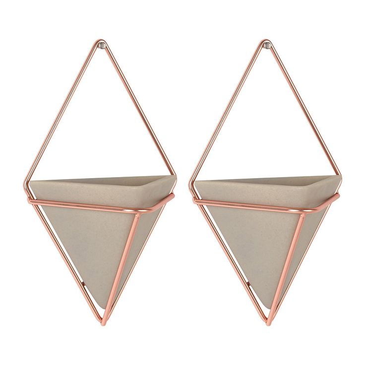 Enjoy sophisticated design in your interior with the Trigg copper wall planters from Umbra. These two grey, resin vessels are framed by a copper wire frame to create a diamond shaped visual. Use anywh