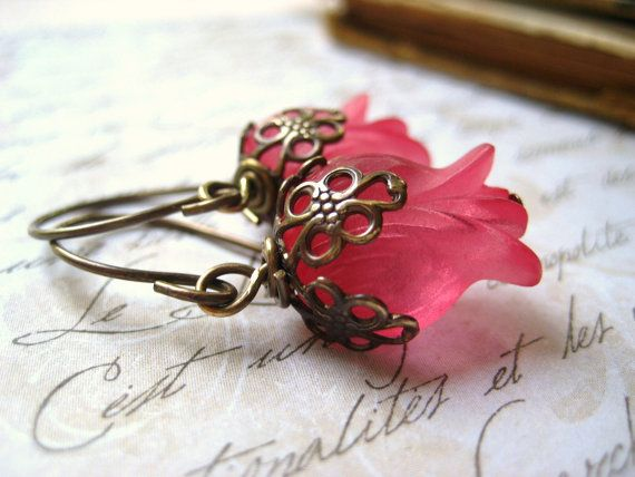 Orecchini Fiore, tulipani vintage, rosa anguria, fiori di lucite, vintaj ottone, filigrana beadcaps, ottone, womens jewelry €13,64 EUR