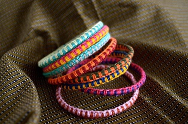 Made with hemp, use old rusty bangles and do two right knots on each color. c: