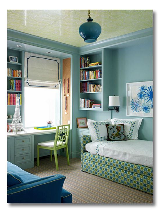 Using every nook in a small bedroom wisely. Great tips for ditto-ing the tricks of interior designers and make the most out of any small room.