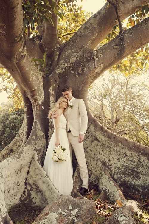 Wedding photo of couple in Centennial Park Sydney by Canberra wedding photographer Fusion Photography