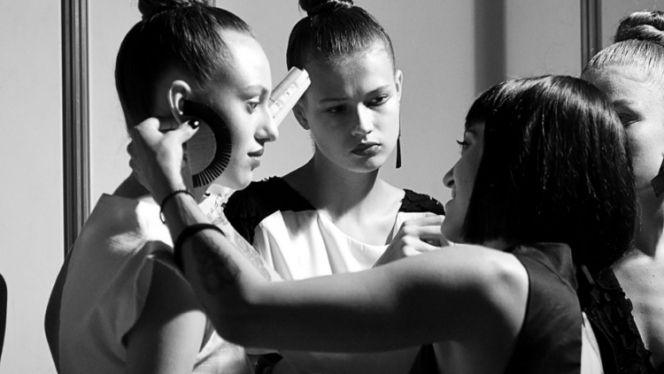 Η σχεδιάστρια μόδας Athina Korda στο fashion week του Κιέβου