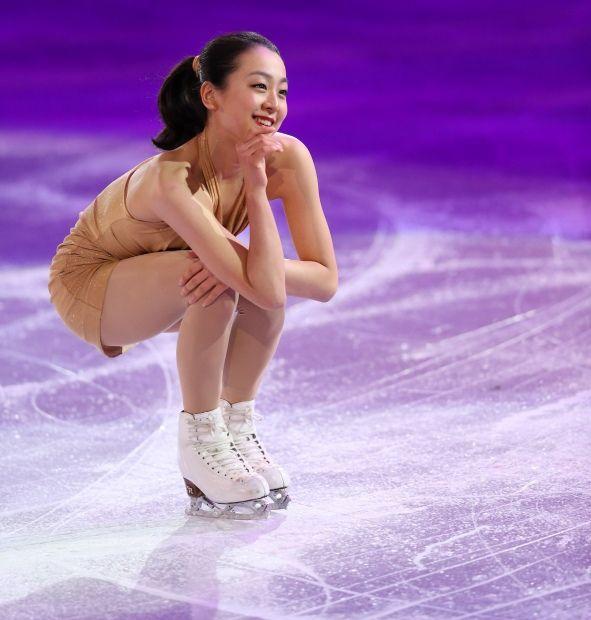 【フィギュアスケートエキシビション】笑顔で演技する浅田真央=ロシア・ソチのアイスベルク・パレスで2014年2月22日、貝塚太一撮影