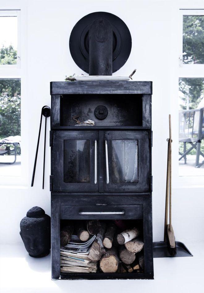 Black fireplace - via Coco Lapine