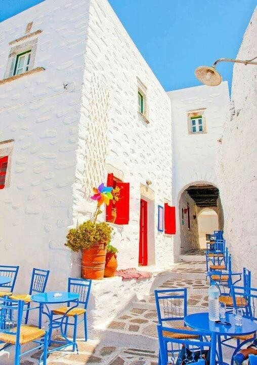 A beautiful sidewalk in Greece. Don't u just love the color!