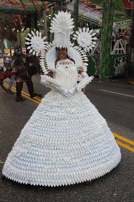 Hermosa y creativa....ganando premios con el reciclaje