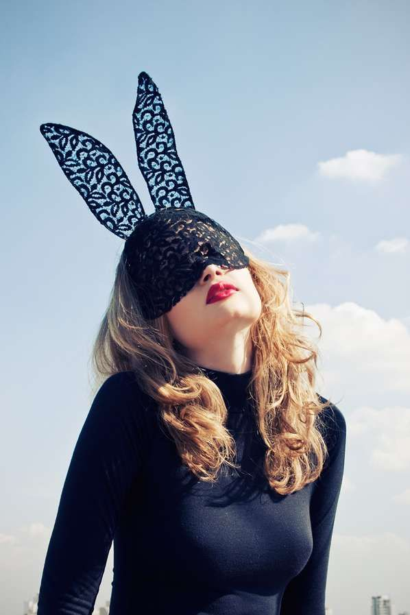 Catwoman-Inspired: Larissa Felsen Shoots Animalistic Fun Photography -- Portrait Photography