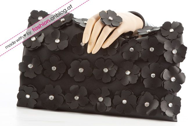 DIY Tutorial: Selbstgemachte Clutch mit Lederblüten (inspired by Burberry) - Fashion Blog: DIY - Outfits, Accessoires & Schuhe