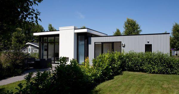 CBE 4  Onder architectuur gebouwd ruim chalet  compleet ingericht en voorzien van cv. Royale woonkamer badkamer en apart toilet. Keuken voorzien van vaatwasser en combimagnetron. Twee royale slaapkamers één met tweepersoonsbed en één met 2 éénpersoonsbedden (in sommige gevallen een stapelbed).  EUR 284.00  Meer informatie  #vakantie http://vakantienaar.eu - http://facebook.com/vakantienaar.eu - https://start.me/p/VRobeo/vakantie-pagina