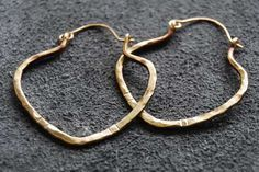 Tutorial for forged earrings in a variety of shapes using thick (12-14g) wire.  Fun!