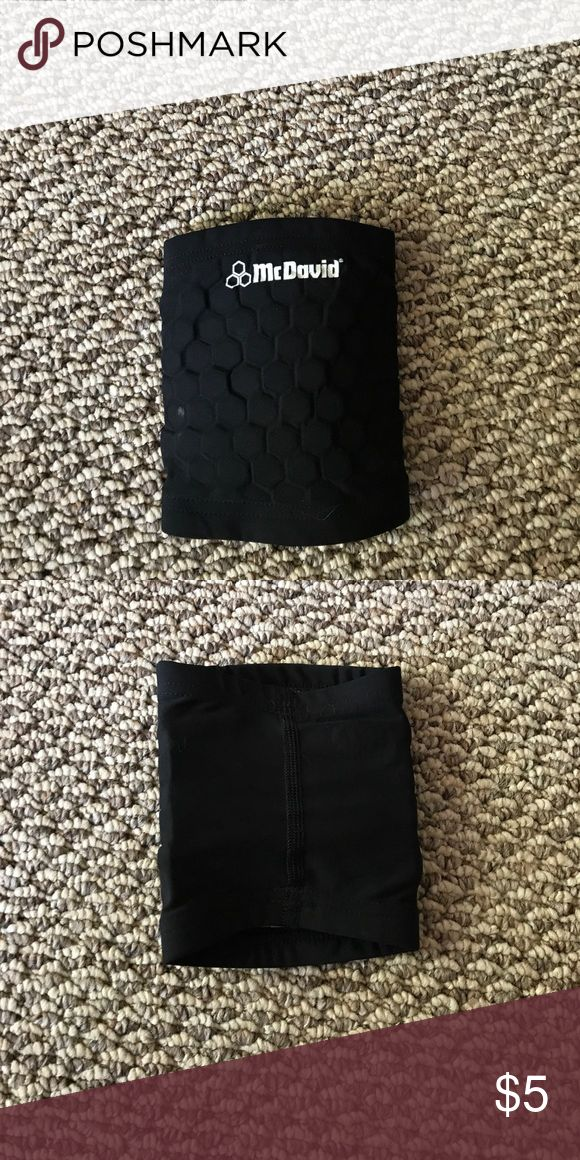 McDavid Knee Sleeve Worn for miscellaneous sports and no longer need! Clean and in great condition. McDavid Other