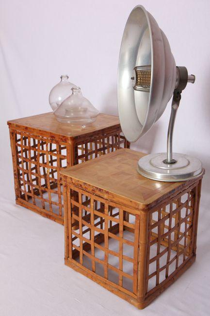 Tables gigognes en bambou. Très légères, elles sont parfaitement adaptées aux petits espaces puisqu'elles s'imbriquent.