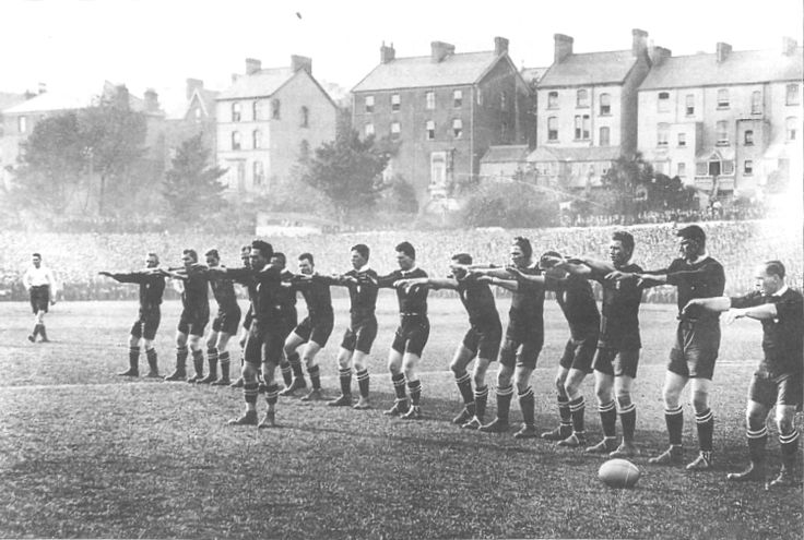 Nepia leads the 1924 All Blacks in the haka, Swansea, 1924. (NZ Rugby Museum)