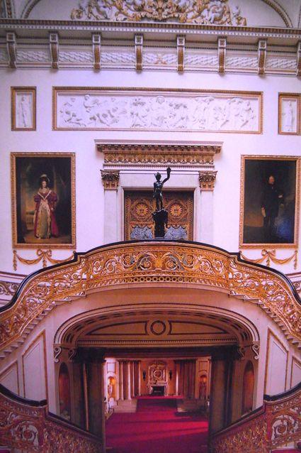 バッキンガム宮殿の大階段「グランド・ステアケース」イギリス王室のまとめ
