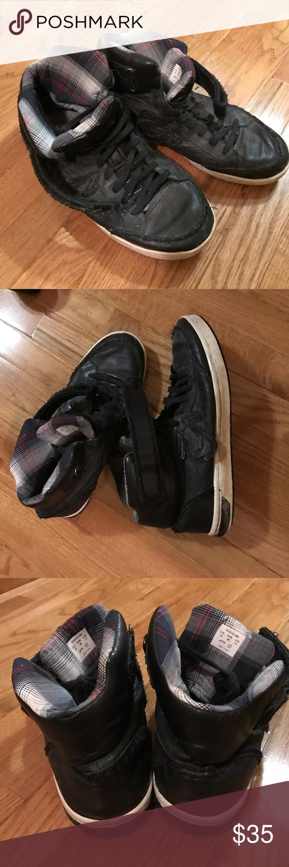 Men's True Religion Black Sneakers size 12US Warn men's black True Religion Sneakers size 12 US True Religion Shoes Sneakers