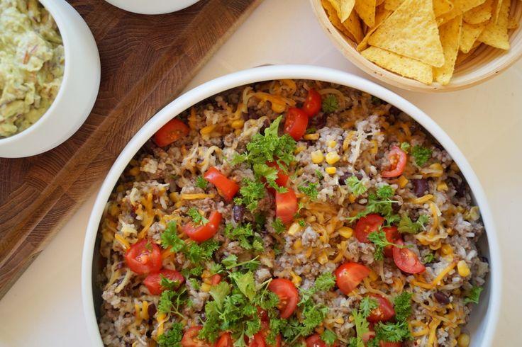 Mexicansk gryderet med oksekød, bønner, majs og ris. Serveret sammen med…