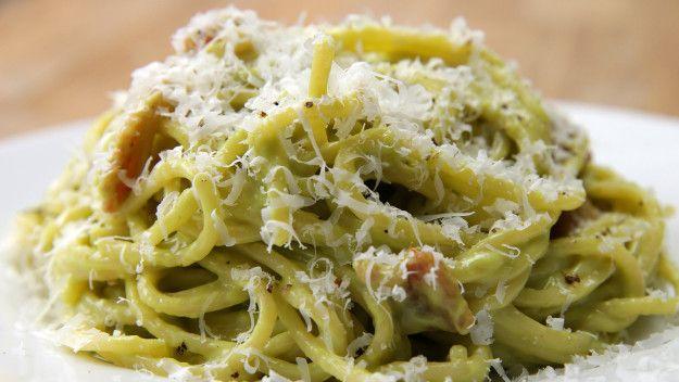Pack eine Avocado in deine Spaghetti Carbonara, weil's mega schmeckt