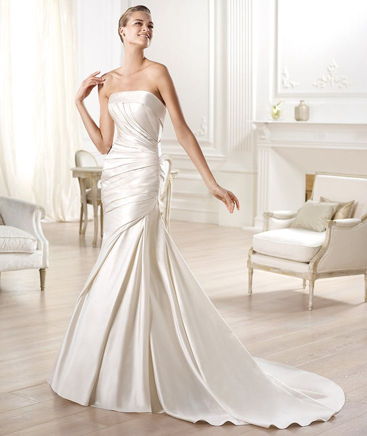 Pronovias presents the Ocelo wedding dress. Glamour 2014. | Pronovias