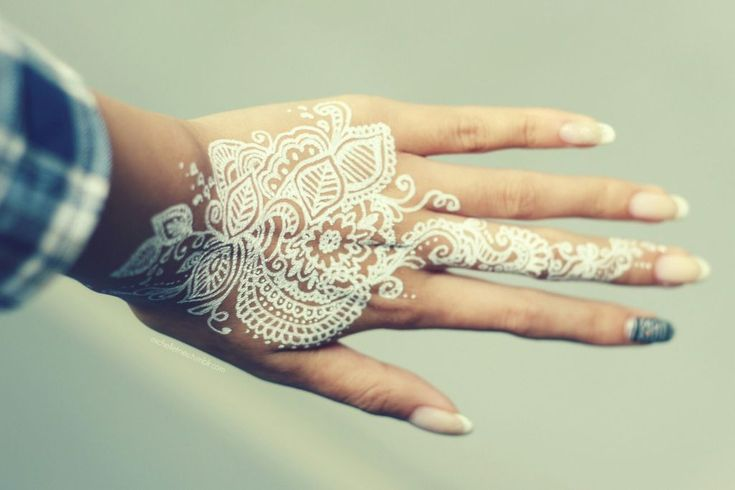 White henna is so cool! Is want to do a lace pattern.