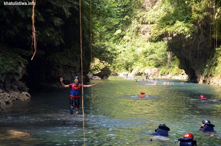 sepanjang jalur sungai Cijulang menuju Green Canyon di Pangandaran