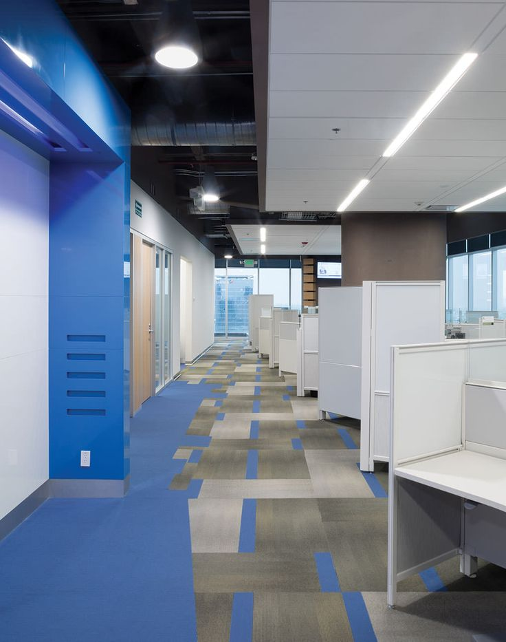 CISCO Modulated Carpet, Blue carpet, Flown Ceiling, Linear Lamp | Alfombra modular, alfombra azul