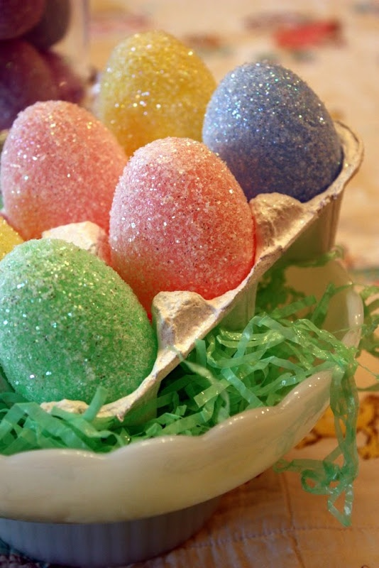 Glitter Eggs Turn a plastic egg into something pretty.  I maybe can even do this!!