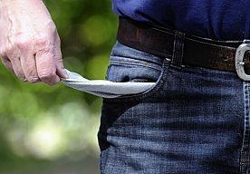 15-Apr-2013 10:00 -  TOELATINGEN TOT SCHULDSANERING AFGENOMEN. Het aantal mensen dat het is toegelaten tot de schuldsanering is vorig jaar gedaald met 7 procent tot 13.800.