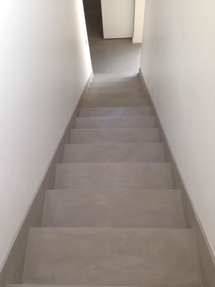 Casa Moderna: Pasillos, vestíbulos y escaleras de estilo  por GG&A
