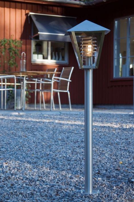 Artikel 82945 Buitenlamp in RVS met transparant glas. Weliswaar een klassiek model, maar wel mooi van roestvast staal gemaakt. Geschikt voor 1x max. 60 Watt E27 of energiezuinig. http://www.rietveldlicht.nl/artikel/buitenlamp-82945-modern-kunststof-staal_-_rvs-vierkant-lantaarn