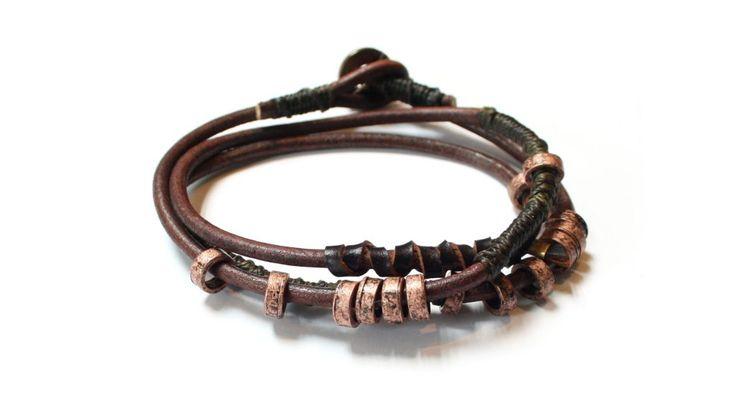 4 Elements är en serie kraftfulla armband, inspirerad av de fyra naturkrafterna och dess olika skepnader. Samtidigt representerar de egenskaper hos oss alla. Detta smycke symboliserar jord.