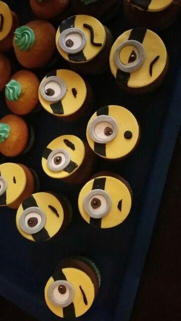 Minion Fondant Cupcakes
