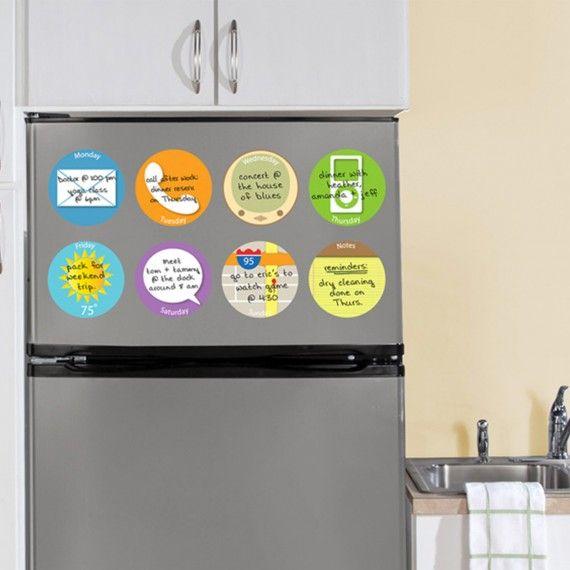 8 stickers ronds repositionnables et effaçables à sec, on range tout